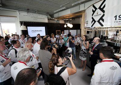 2015 Milano Expo - Camilla Lunelli e gli chef dell_Italian Cuisine in the World Forum allo stand Ferrari Trento